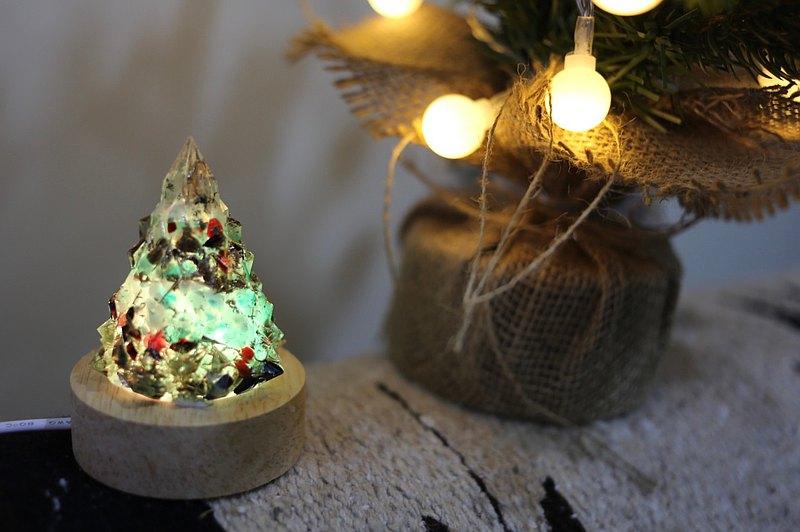 【M31仙女星】綠色銀色聖誕樹5-奧剛能量樹/寶石樹小夜燈燈飾/ 溫和、平靜、寧靜、女性滋養、招正財、聖誕節禮物交換禮物