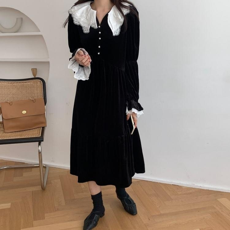 新品▶長袖洋裝 顯瘦法式復古重工蕾絲花邊百褶娃娃領中長款喇叭袖絲絨連身裙跨095 韓依紡