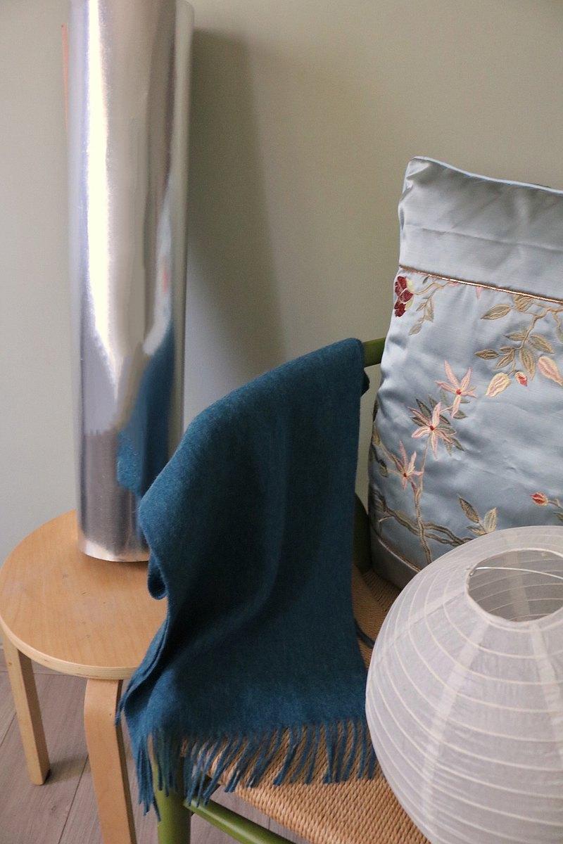 輕羊毛流蘇圍巾 - 雀藍色 限量紗線