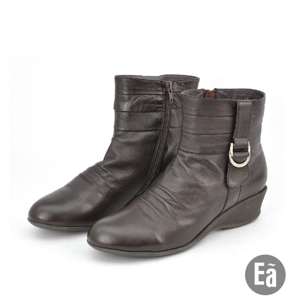 Ea專櫃女鞋 真皮水鑽飾釦抓皺楔型短靴(深咖)