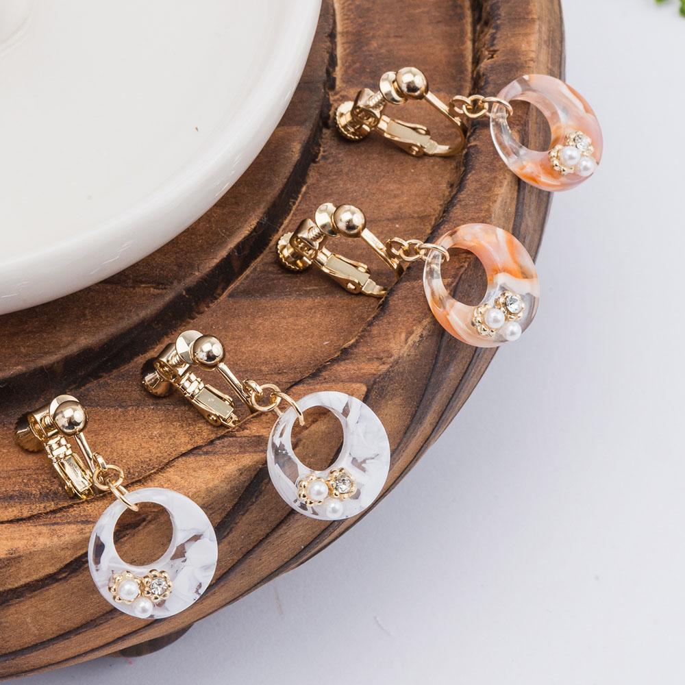 雲彩小珍珠鏤空圓耳夾(3色)-05390