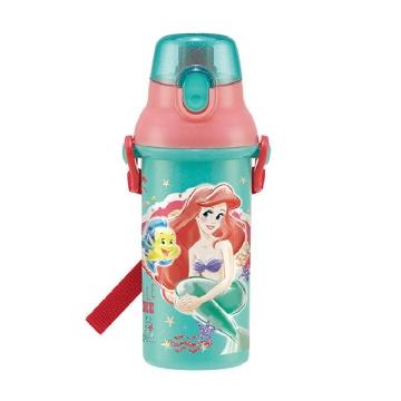 小禮堂 迪士尼 小美人魚 日製 直飲式水壺 附背帶 塑膠水瓶 兒童水壺 隨身瓶 480ml Ag+ (綠 抱膝)