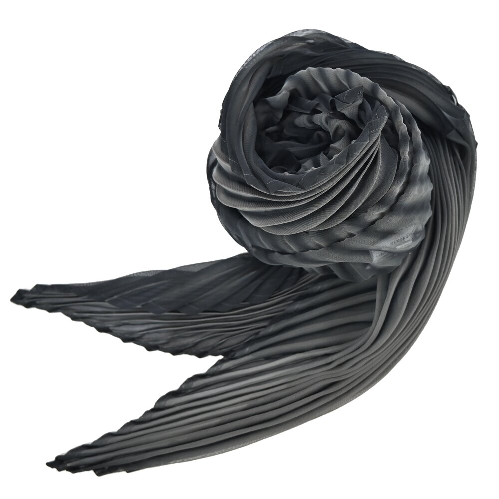 ISSEY MIYAKE 三宅一生  ARASHI SHIBORI 蝙蝠型摺紋圍巾-深灰