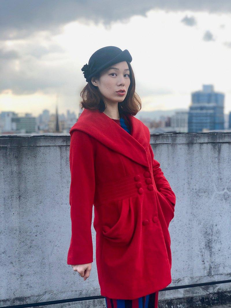 紅色澎澎口袋大衣