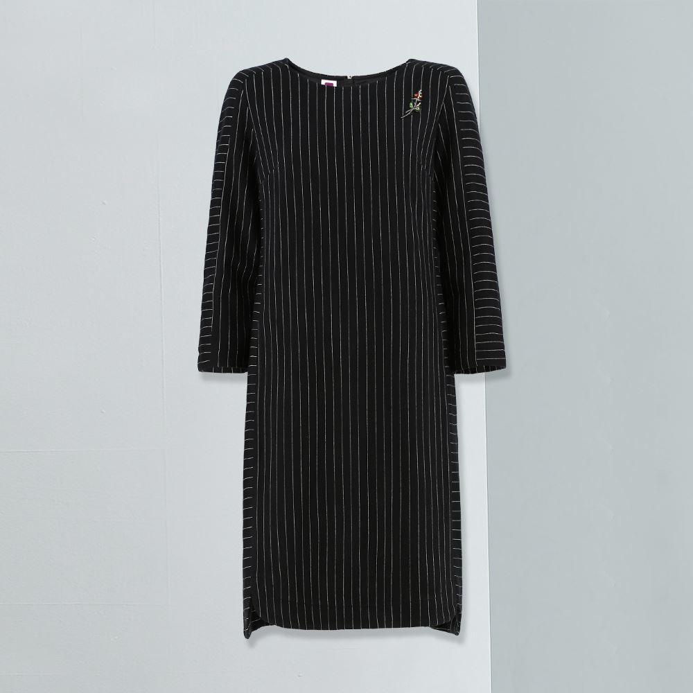 ILEY伊蕾 都會彈性條紋七分袖洋裝(藍)954705