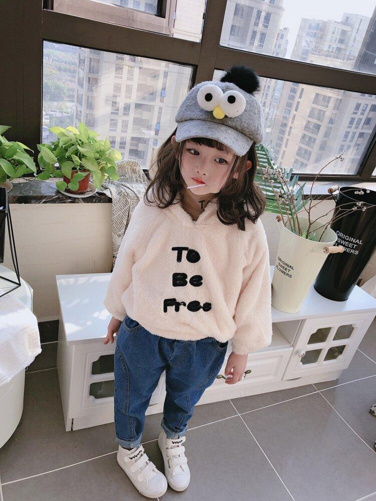 2019冬季新款 女童立體貼布字母連帽毛絨衛衣 中小童舒適套頭上衣1入