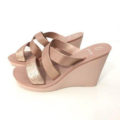 《現貨》Grendha 女生 拖鞋 巴西尺寸35,38(低調奢華交叉帶 厚底楔型夾腳涼鞋-炫彩亮膚金)