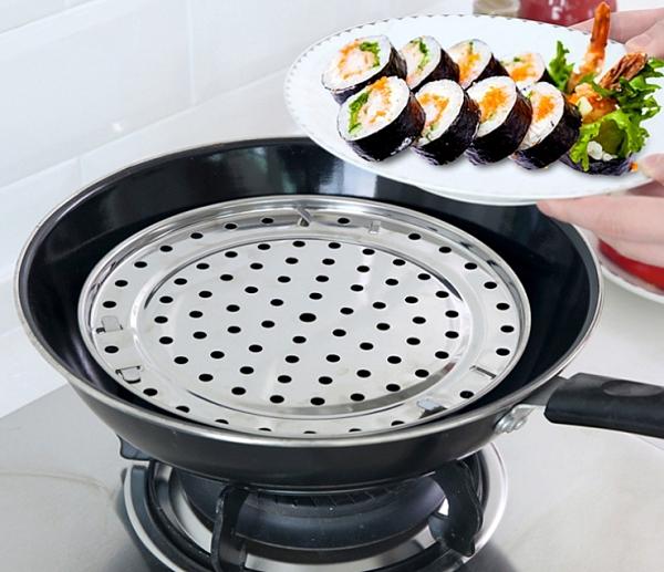 【TwinS】廚房多功能不鏽鋼隔水蒸架蒸盤-直徑20cm【蒸包子饅頭餃子海鮮】