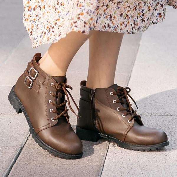 靴子.MIT時髦街頭雙扣環綁帶側拉鍊平底短靴.白鳥麗子