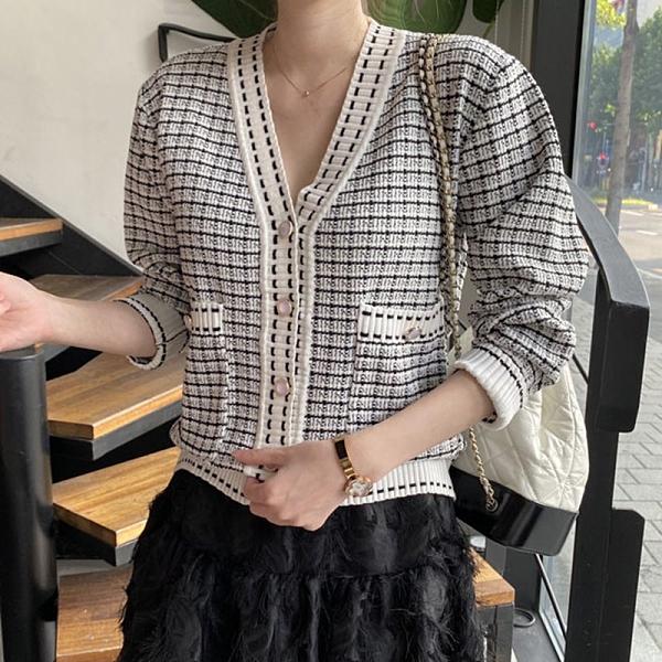 外套.韓系小香風格紋V領排扣口袋針織罩衫.白鳥麗子