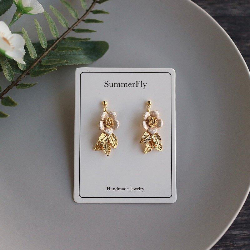 情人節- 14k包金 歐式浪漫玫瑰 烤漆樹葉子花朵極簡約上班族米白色垂墜耳環