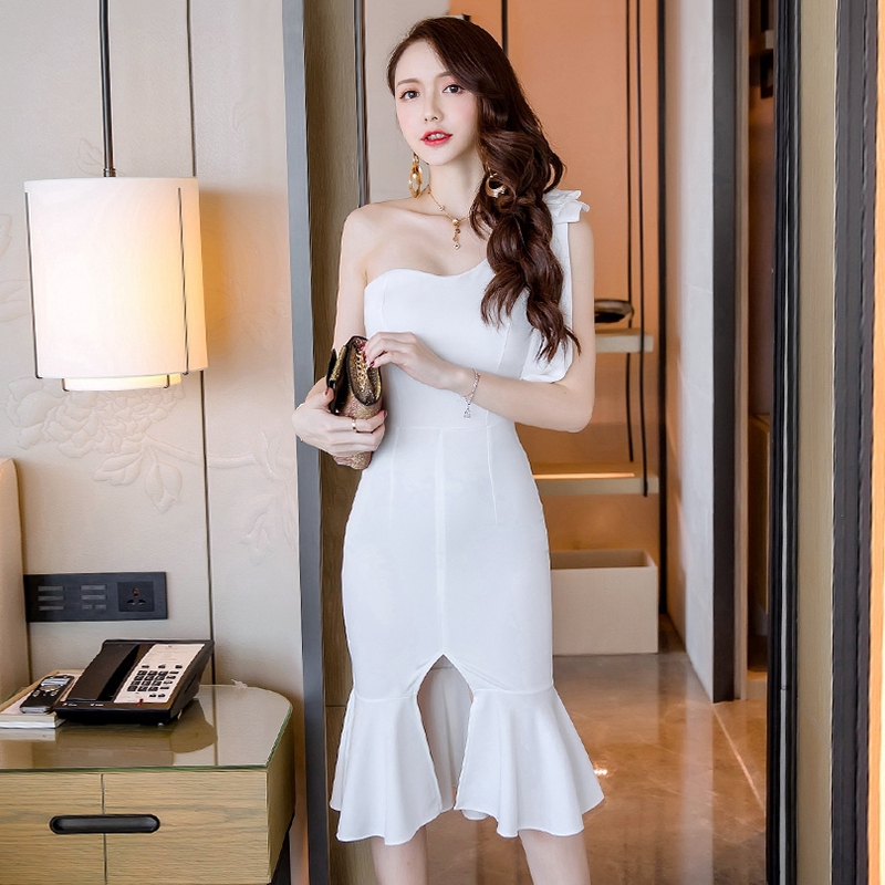 露肩宴會禮服白色魚尾洋裝婚禮洋裝不對稱斜肩一字領顯身材洋裝晚禮服
