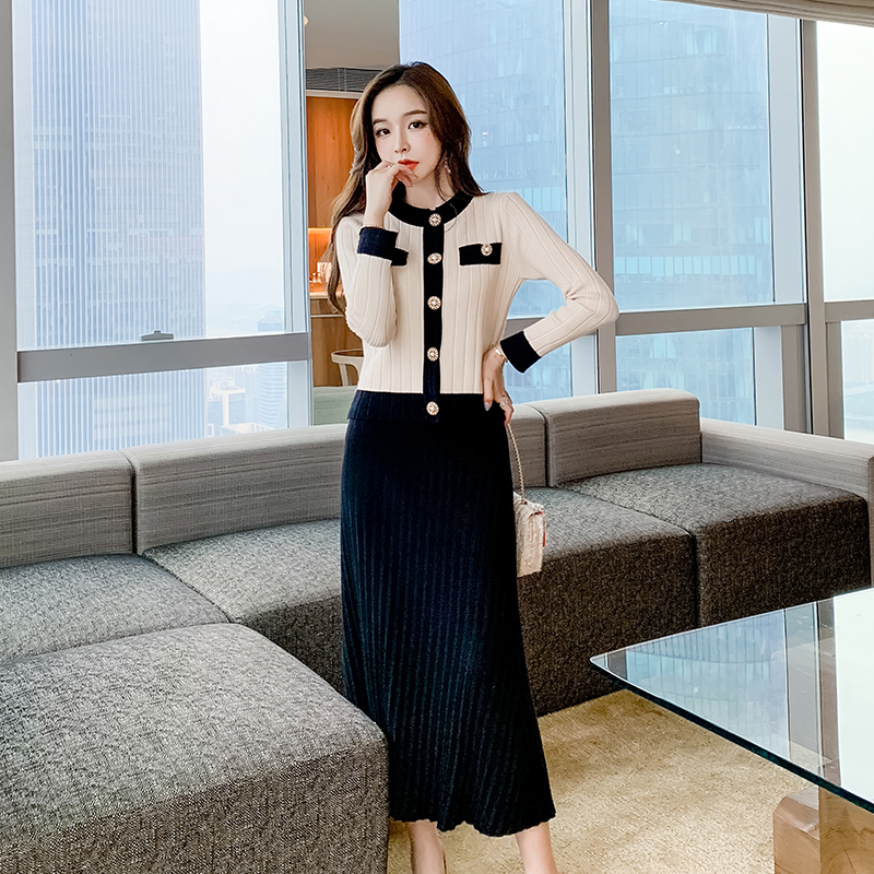 女生秋天針織套裝長袖圓領單排扣毛衣開衫小外套+過膝針織長裙兩件式套裝