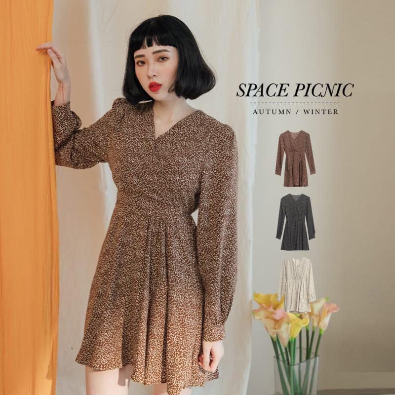 Space Picnic|點點小花V領長袖短洋裝(現+預)【C20125004】
