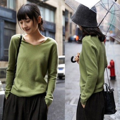 純山羊毛手工刺繡保暖毛衣寬鬆套頭V領內搭衫-設計所在