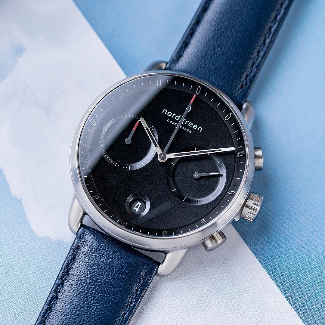 【簡約之美・贈原廠帶乙條】現貨 ND手錶 Pioneer 先鋒 42mm 月光銀殼×黑面 北歐藍真皮錶帶 Nordgreen 北歐設計師手錶 計時碼錶 PI42SILENABL 熱賣中!