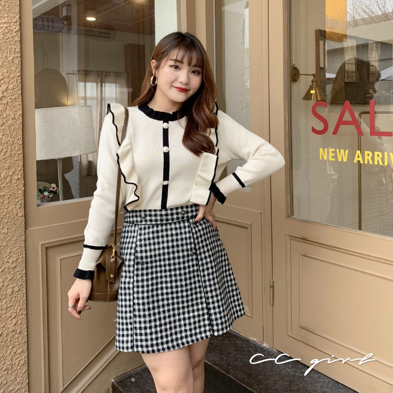 CC-GIRL 韓系復古撞色荷葉邊珍珠釦針織上衣 -共 2 色- 適XL~4L《 S0145 》中大尺碼