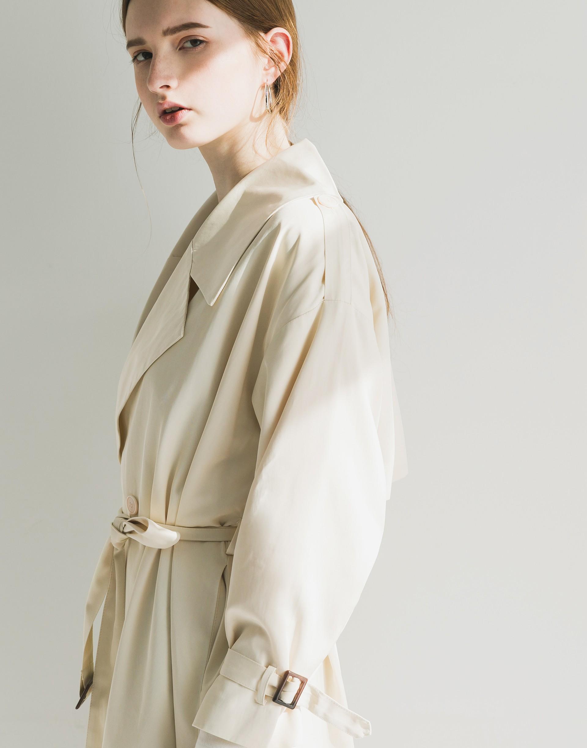 Genquo+設計款大翻領風衣外套-女