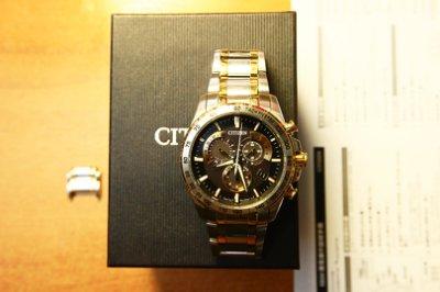 Citizen星辰 金銀色 Eco-Drive AT3035 光動能三眼電波計時手錶 E610 亮麗半金款