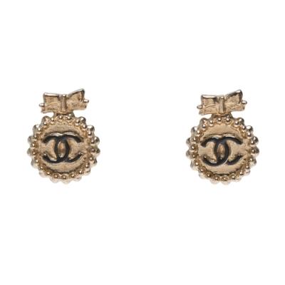 CHANEL 經典雙C LOGO蝴蝶結點綴造型穿式耳環(金色)