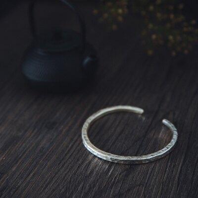 月之戀人 泰國清邁手工銀 純銀簡單波光刻面紋 開口手鐲1入