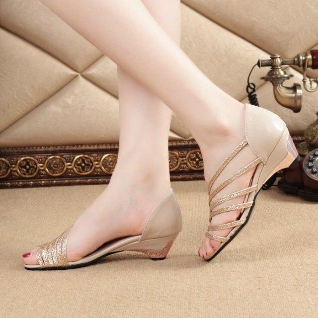 魚嘴涼鞋 春夏季新涼鞋側鏤空中跟坡跟時尚魚嘴鞋淺口 家家百貨
