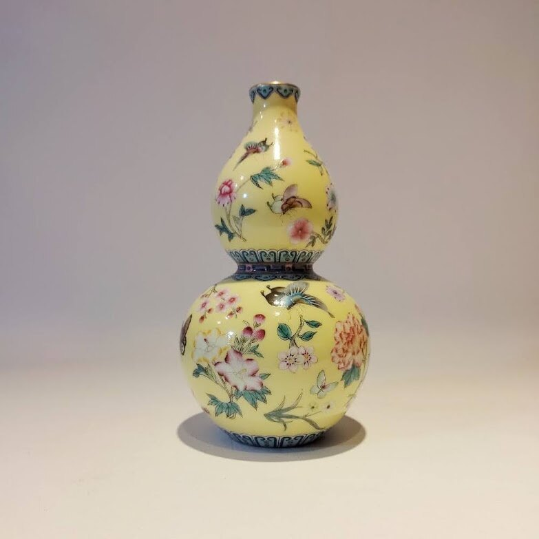 粉彩瓷黃地花蝶紋葫蘆瓶 清雍正