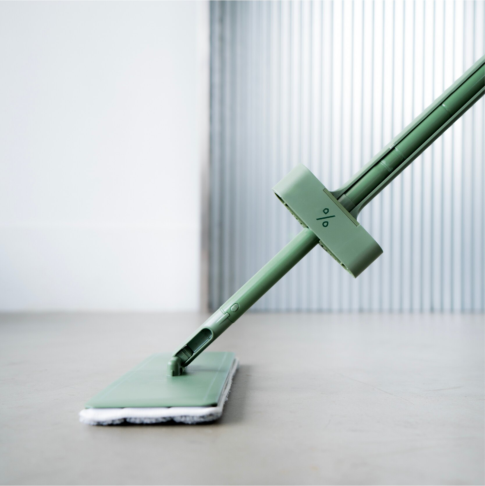 PERCENT 百潔 QUICK MOP 免手洗高效平板拖把(綠)  360度多向轉頭 推拉式刮把設計