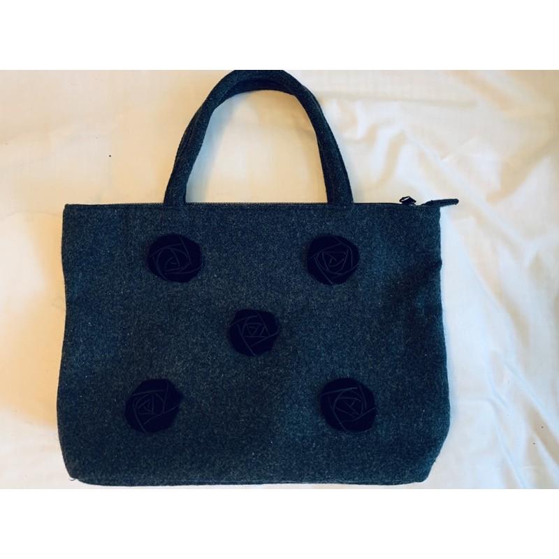 日本購入全新用不到日系品牌優雅花朵布面黑色手提包(可側背)
