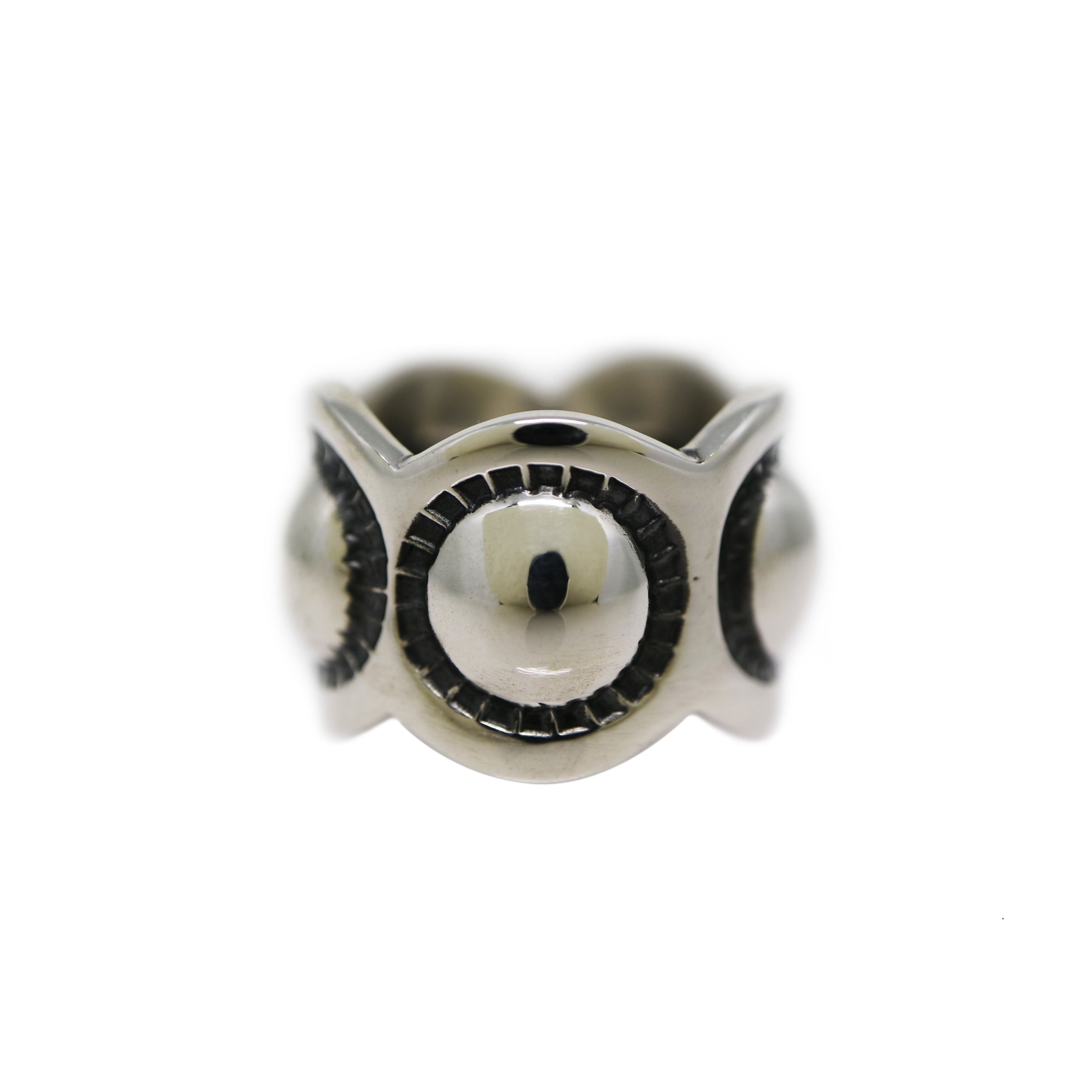 MOON SWEET PEA W / SCALLOPED EDGE RING [USD $650]