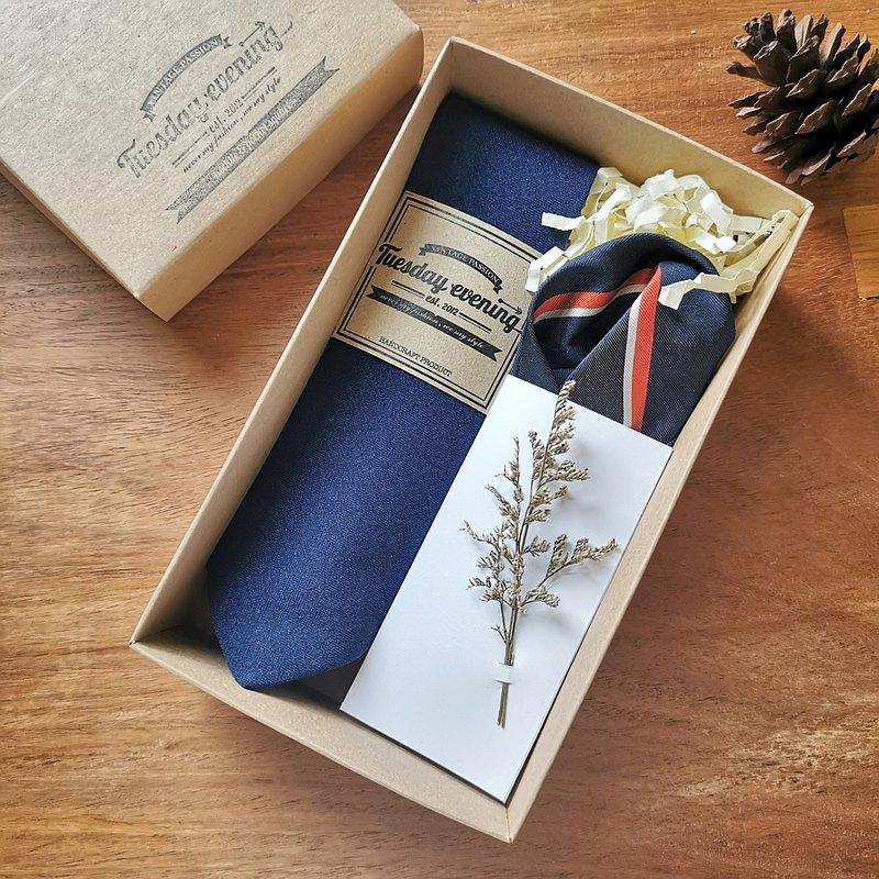 禮品套裝-帶有海軍條紋口袋方形的領帶海軍藍色OS