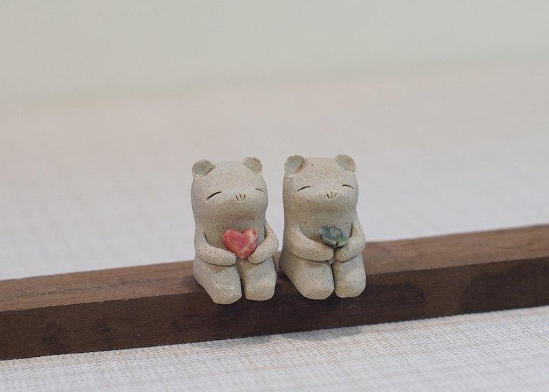 熊故事情節抱著心陶瓷三葉草葉子