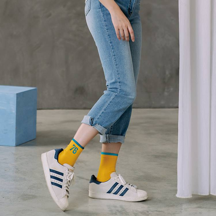 VOLA 維菈襪品 數字76對比配色 棉質舒適 韓風襪(黑) 【康是美】