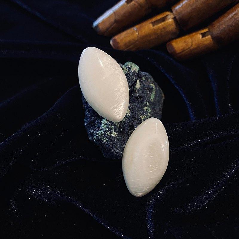 Winter Collection 月光下的古典貝殼 耳針 限量一對