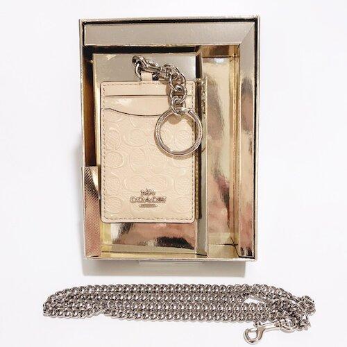 COACH 裸色漆皮星星印花附白金鍊條證件夾禮盒-38658-SVPL