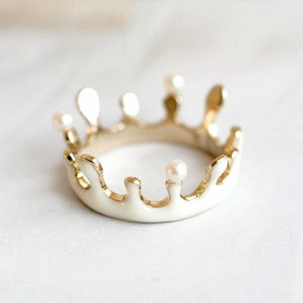 〔APM飾品〕日本Luccica 牛奶波紋水滴皇冠戒指