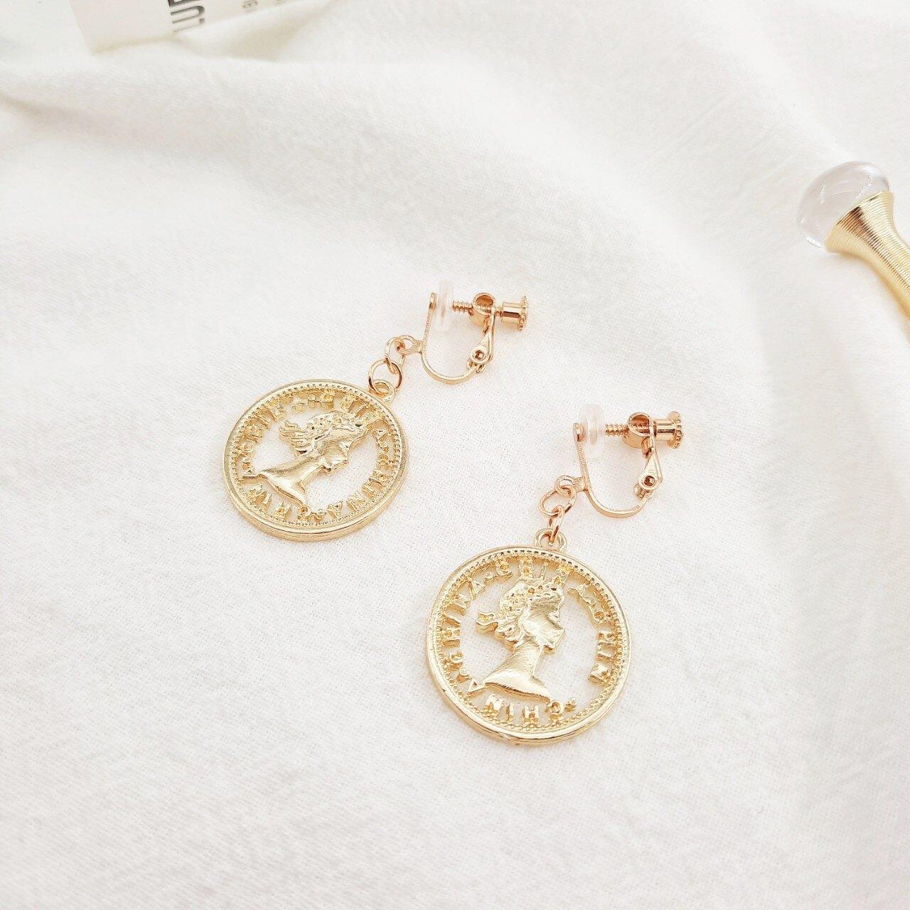 金幣造型耳環〔夾式〕