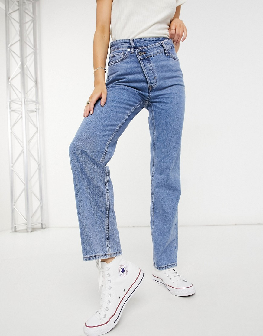 New Look asymmetric button detail straight leg jean in mid blue