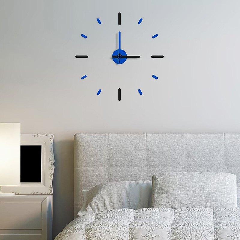時鐘不穿透牆壁,黑色和藍色,去掉膠水並安裝56厘米。
