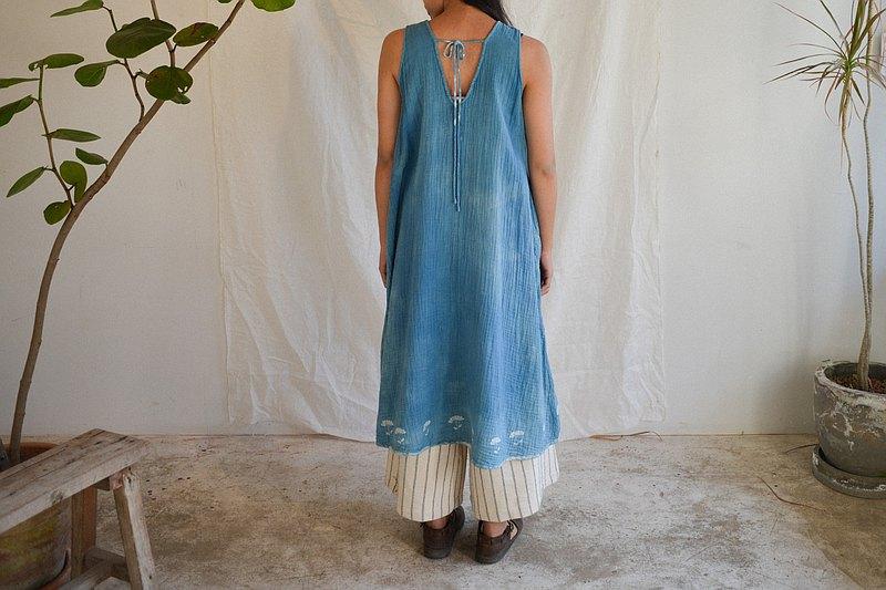 Clochette無袖連衣裙| BuaTong Buatong |天然INDIGO手工染色棉