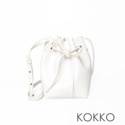 KOKKO迷你綁帶硬挺側背水桶包椰奶白