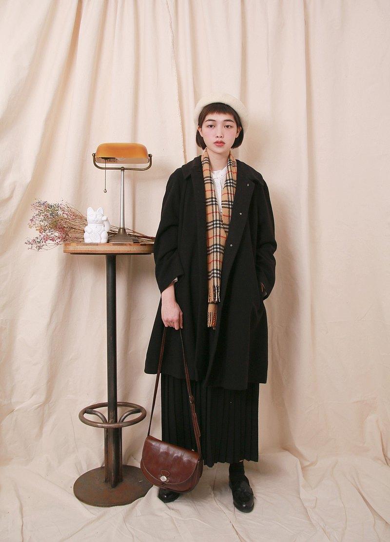 Back to Green:: 羊毛大衣 黑 圓弧肩日本製 vintage overcoat