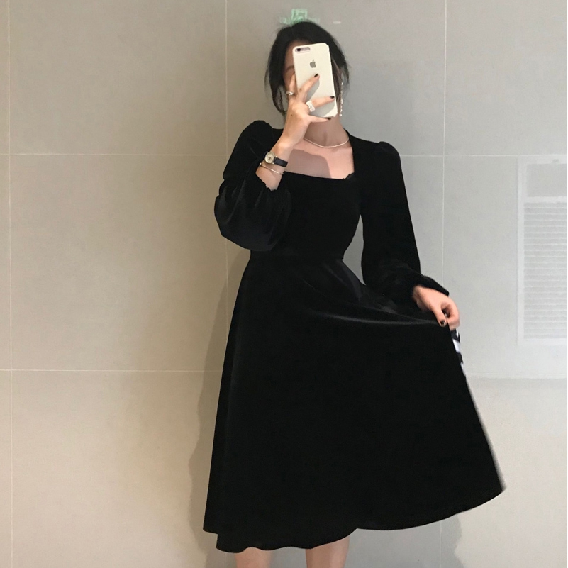 【新品下殺】絲絨暗黑方領赫本風泡泡袖氣質長袖小黑裙洋裝 acSW