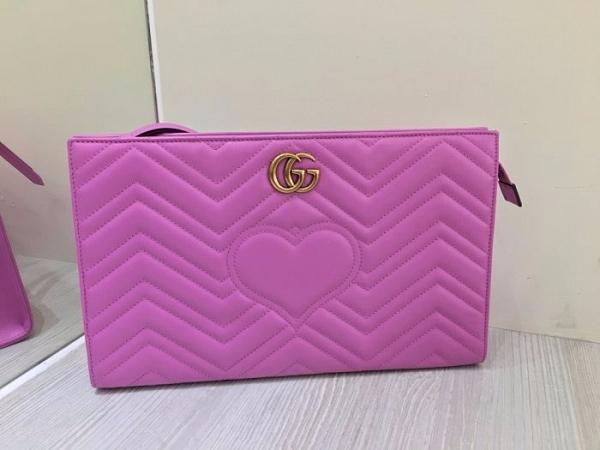 ■現貨在台■專櫃55折■Gucci GG 2.0 Marmont Matelasse 大款智慧平會議/媒體手拿包 粉色