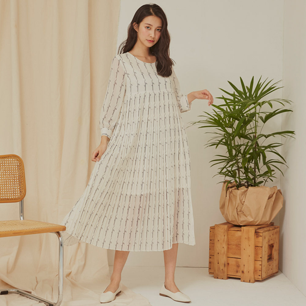 The Madre 設計款字母百褶雪紡八分袖洋裝