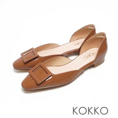 KOKKO光感牛漆皮方扣鏤空粗跟鞋質樸咖