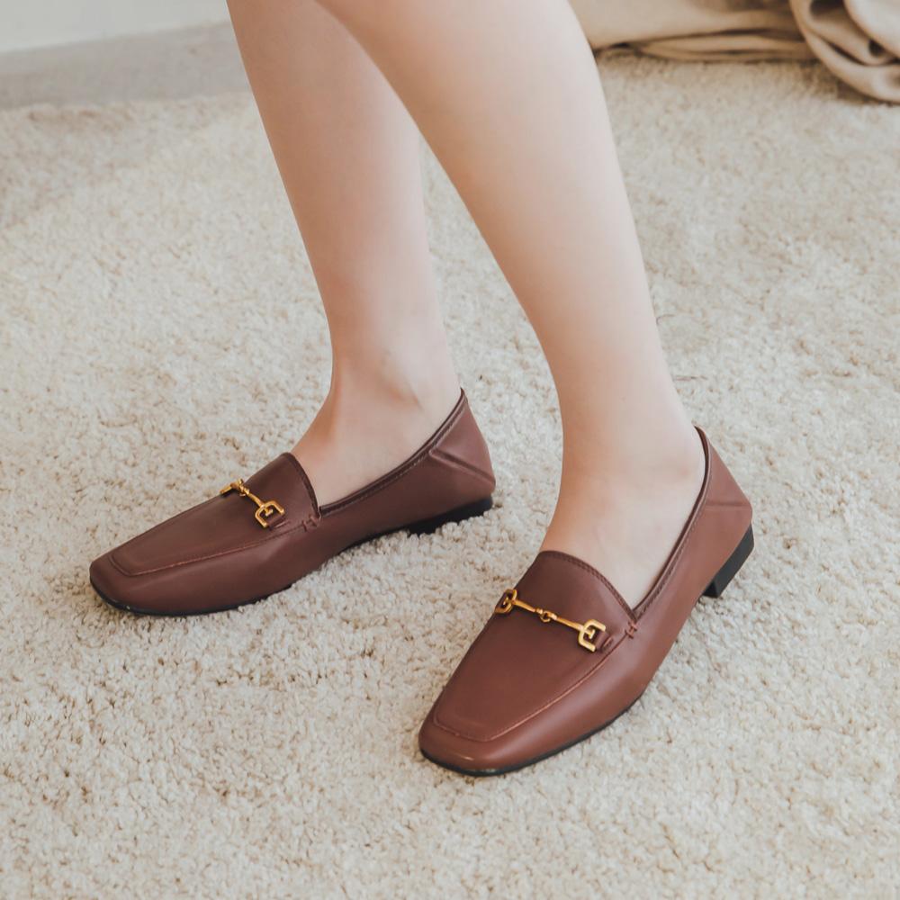 2.Maa 無印風格‧牛紋皮金屬鍊條低跟樂福鞋 - 咖啡