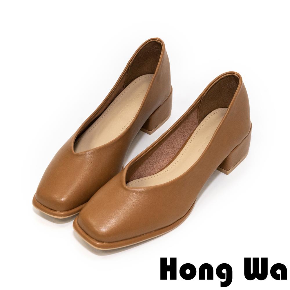 Hong Wa 極簡設計‧素面牛紋皮深口低跟包鞋 - 棕