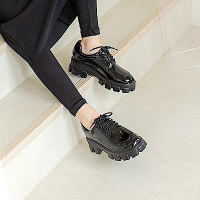 街頭潮流漆皮鬆糕厚底鞋-OB大尺碼