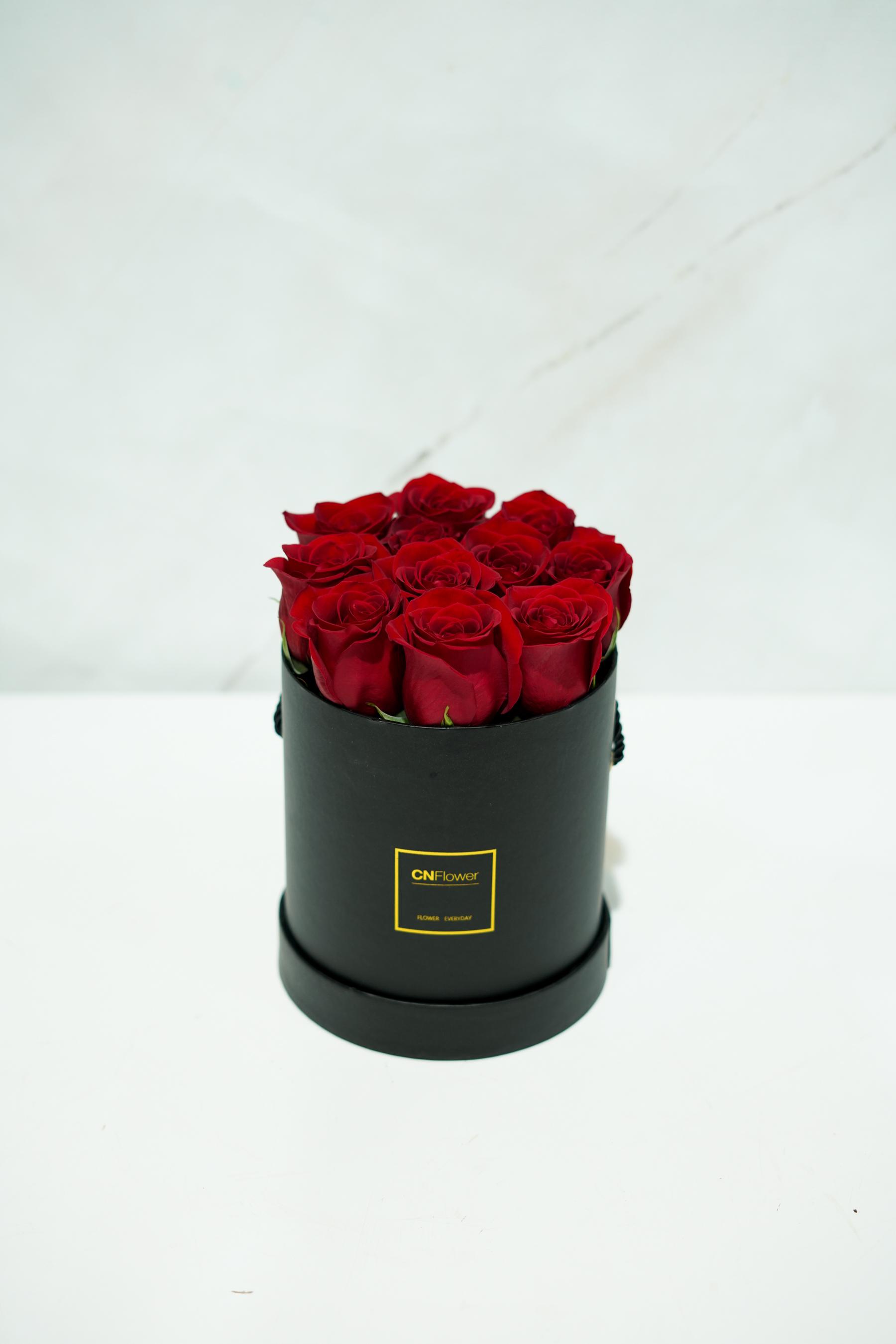 經典浪漫 -黑色金邊筒狀 鮮花禮盒(紅)